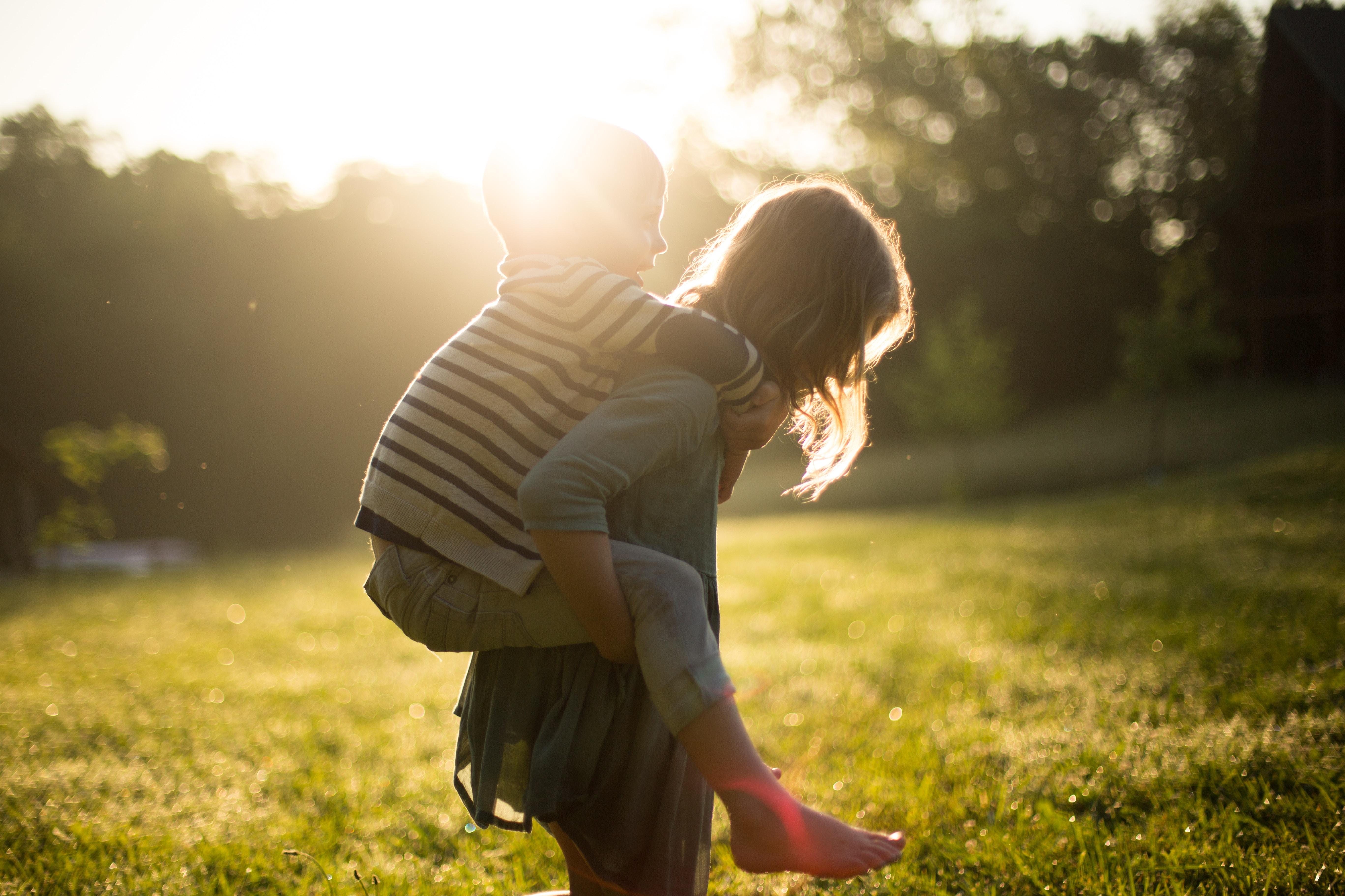 6 Outdoor Schnitzeljagd Ideen für Kinder